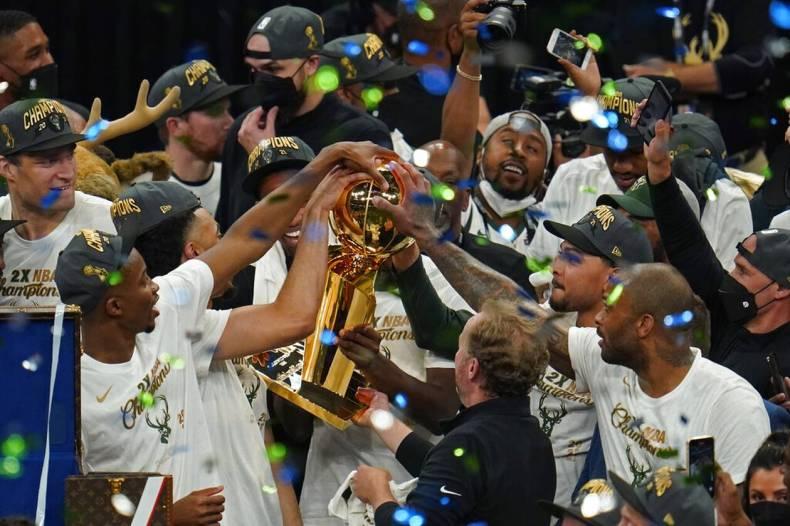 https://cdn.cnngreece.gr/media/news/2021/07/21/274947/photos/snapshot/MPAKS-NBA-TELIKOS-15.jpg