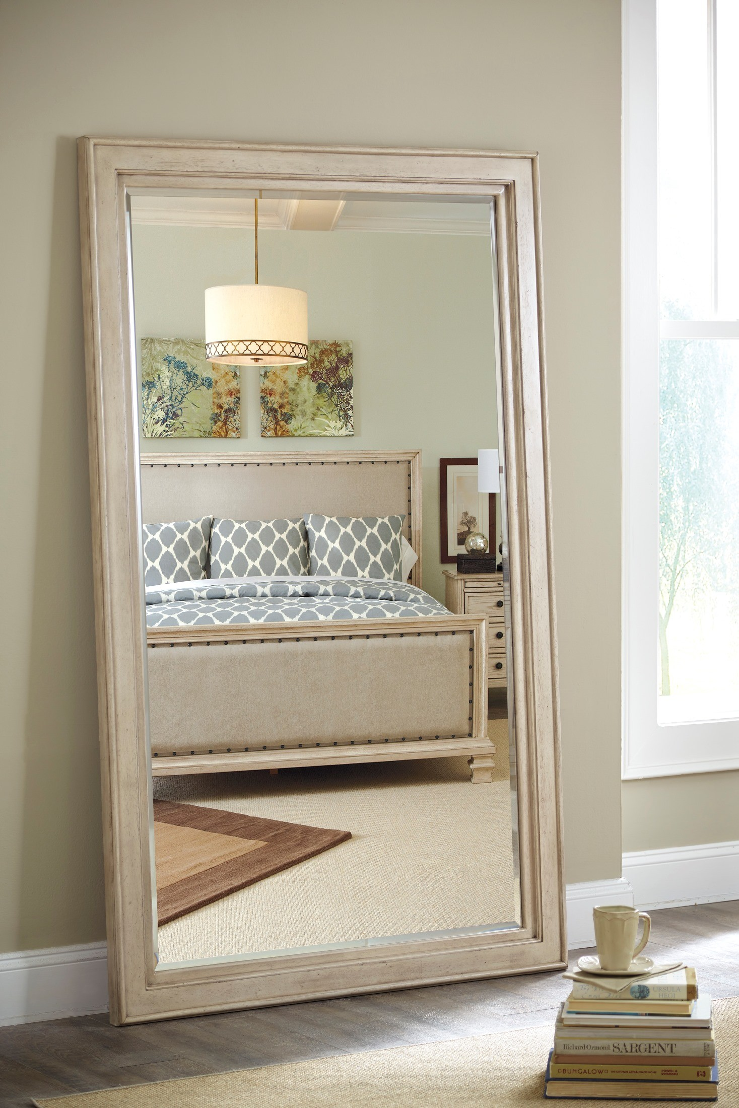 Demarlos Upholstered Panel Bedroom Set B693 77 74 96