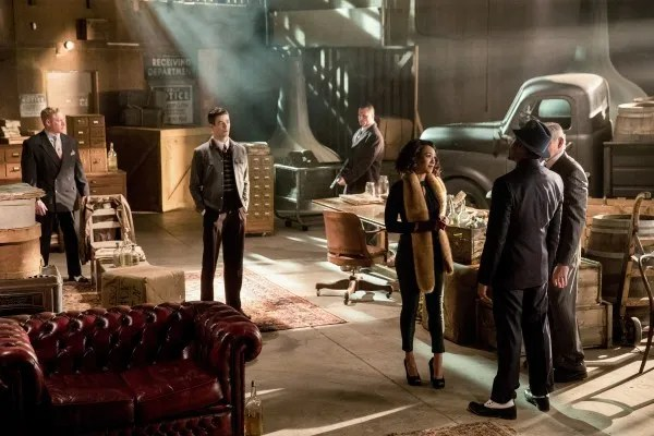 the-flash-musical-episode-duet-grant-gustin-candice-patton