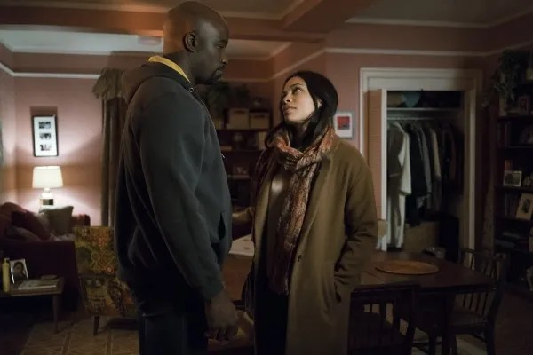 defenders-mike-colter-rosario-dawson