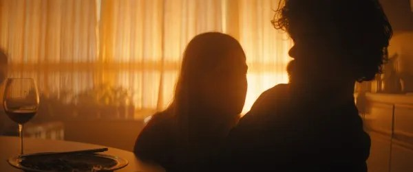 i-think-were-alone-now-elle-fanning-peter-dinklage
