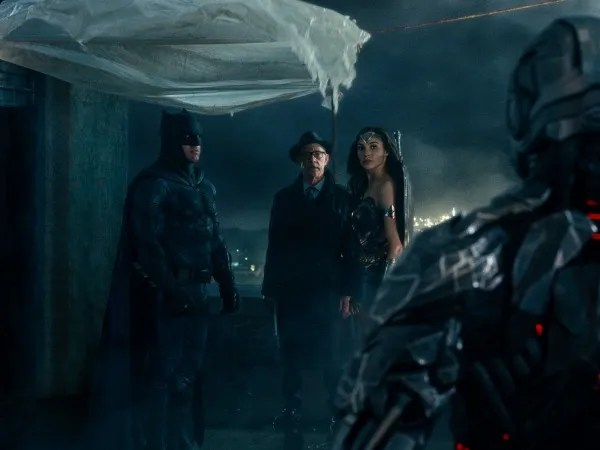 justice-league-ben-affleck-jk-simmons-gal-gadot