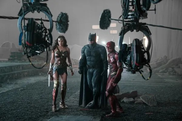 justice-league-gal-gadot-ben-affleck-ezra-miller-set-photo