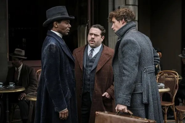 fantastic-beasts-the-crimes-of-grindelwald-dan-fogler-eddie-redmayne