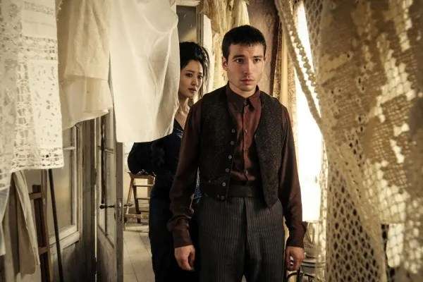fantastic-beasts-the-crimes-of-grindelwald-ezra-miller-credence