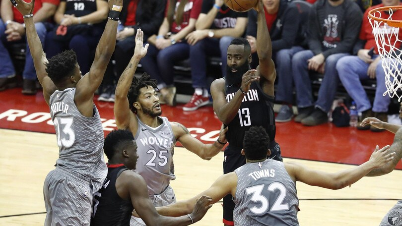 Cleveland crolla in casa, Harden salva i Rockets