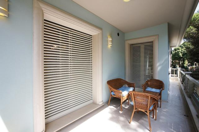 Tapparella blindata Securflap di DI.BI. Porte Blindate (www.dibigroup.com/it)