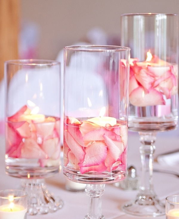 22 Eye-Catching & Inexpensive DIY Wedding Centerpieces: Floating Flower Hurricanes Centerpiece Idea | thegoodstuff