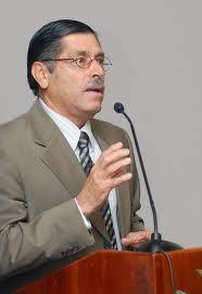 El economista, Thelmo Vargas.  CRH.