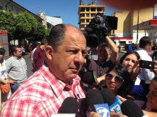 Solís atendió a la prensa este domingo en el desfile de boyeros. CRH
