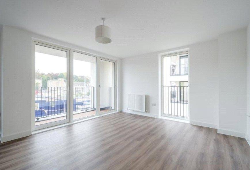 Double Room To Rent In Bath Road Heathrow Room To Rent InRooms To Rent Bath Road Heathrow   Amazing Bedroom  Living Room  . Rooms To Rent Bath Road Heathrow. Home Design Ideas