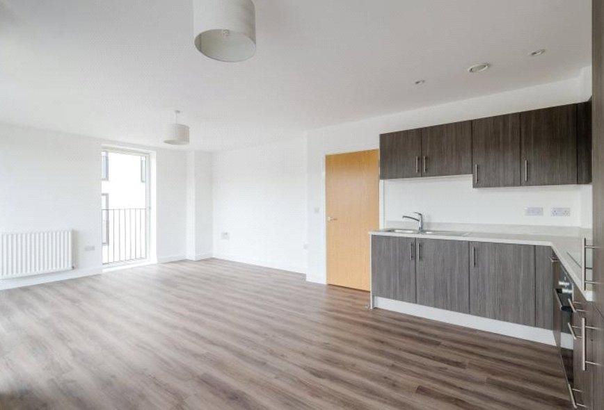Double Room To Rent In Bath Road Heathrow Flatshare CheltenhamRooms To Rent Bath Road Heathrow   Amazing Bedroom  Living Room  . Rooms To Rent Bath Road Heathrow. Home Design Ideas