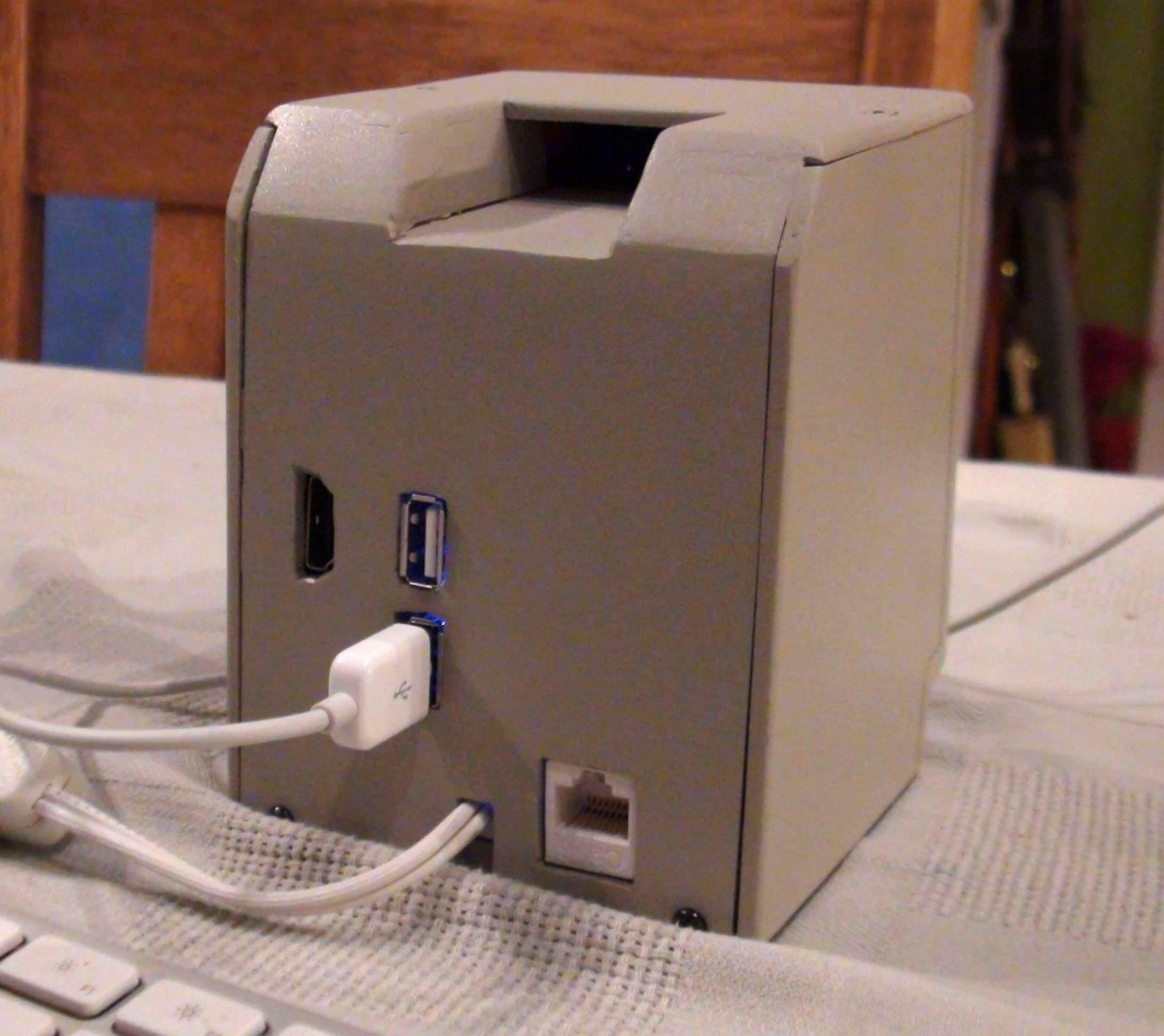 MiniMac-backcase