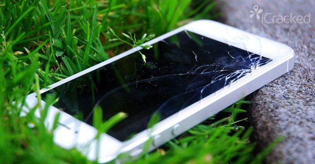 The repair service iCracked will fix Apple and Samsung phones on the spot. Photo: iCracked
