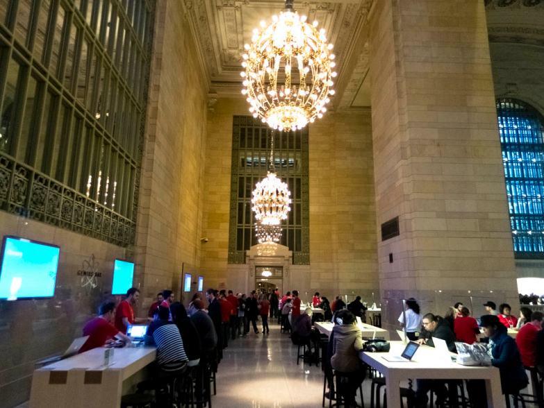 У Grand Central Apple Store дела шли хорошо в выходные после открытия.