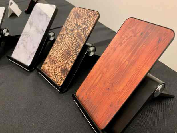 Gorilla Glass in fake wood, snakeskin and marble
