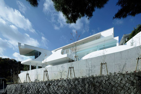 Fluid And Modern Mountain Residence In Japan
