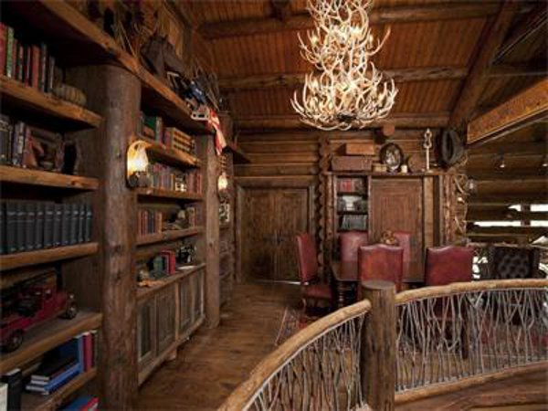 Castlewood Manor In Telluride Brings To You A Historic Feeling