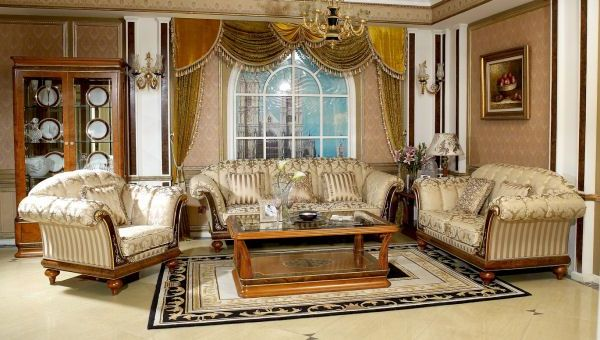 Usher In Old World Charm With Traditional Living Room