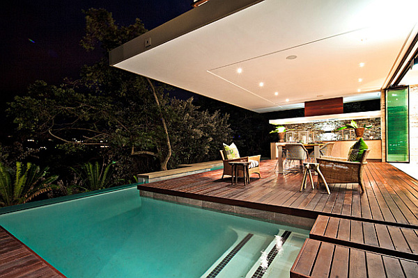 Contemporary SGNW House Mesmerizes With Fluid Charm In The