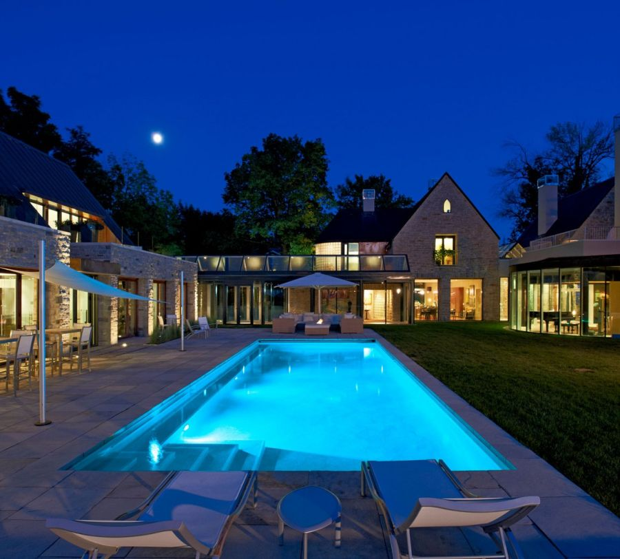 Lavish Canadian Home Gets A Gorgeous Modern Guest House