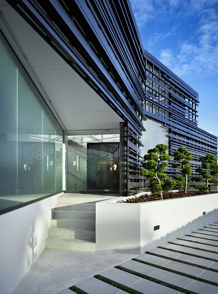 Exclusive Facade And Expansive Bay Views Shape Exquisite
