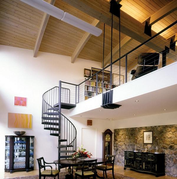 escalera de caracol conduce al nivel superior