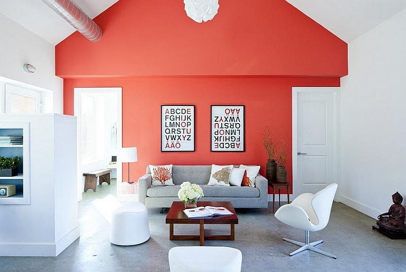 Farmhouse style living room with a bright coral accent wall and iconic decor Hot Color Trends: Three Fashionable Hues That Serve You All Year Long Year Trends Three Serve Long Hues Fashionable Color