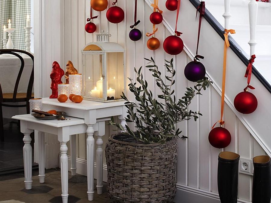 23 Gorgeous Christmas Staircase Decorating Ideas