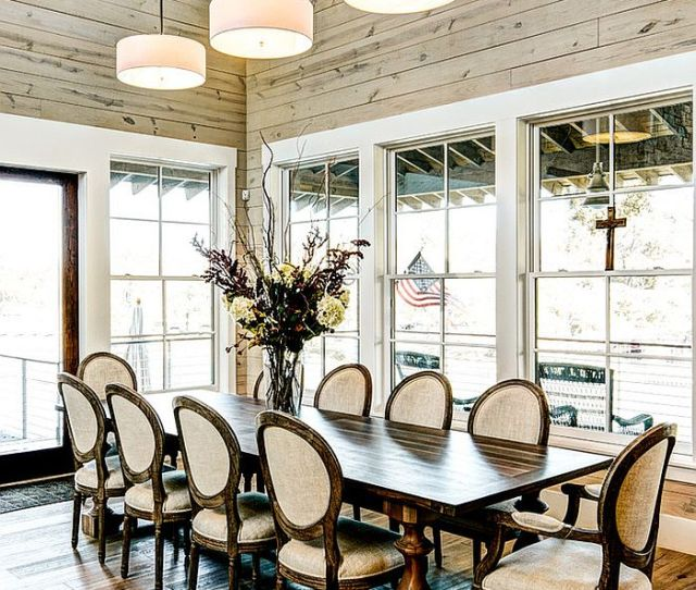 Farmhouse Style Dining Room With High Ceiling And Glass Windows Design Msa Architecture