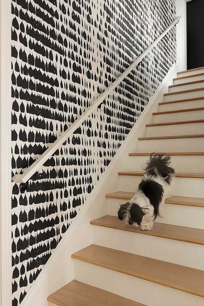 16 Fabulous Ideas That Bring Wallpaper To The Stairway | Duplex Stairs Wall Design | Middle Room Interior Design | Attractive | Staircase Wall Panel | Living Room Layout | Bungalow Duplex Indian