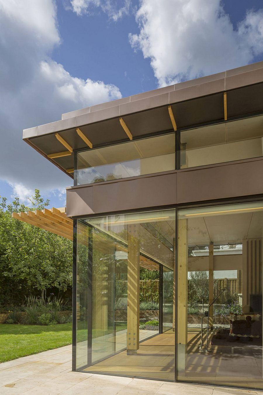 Glassy Modern Extension Rejuvenates Georgian House In London