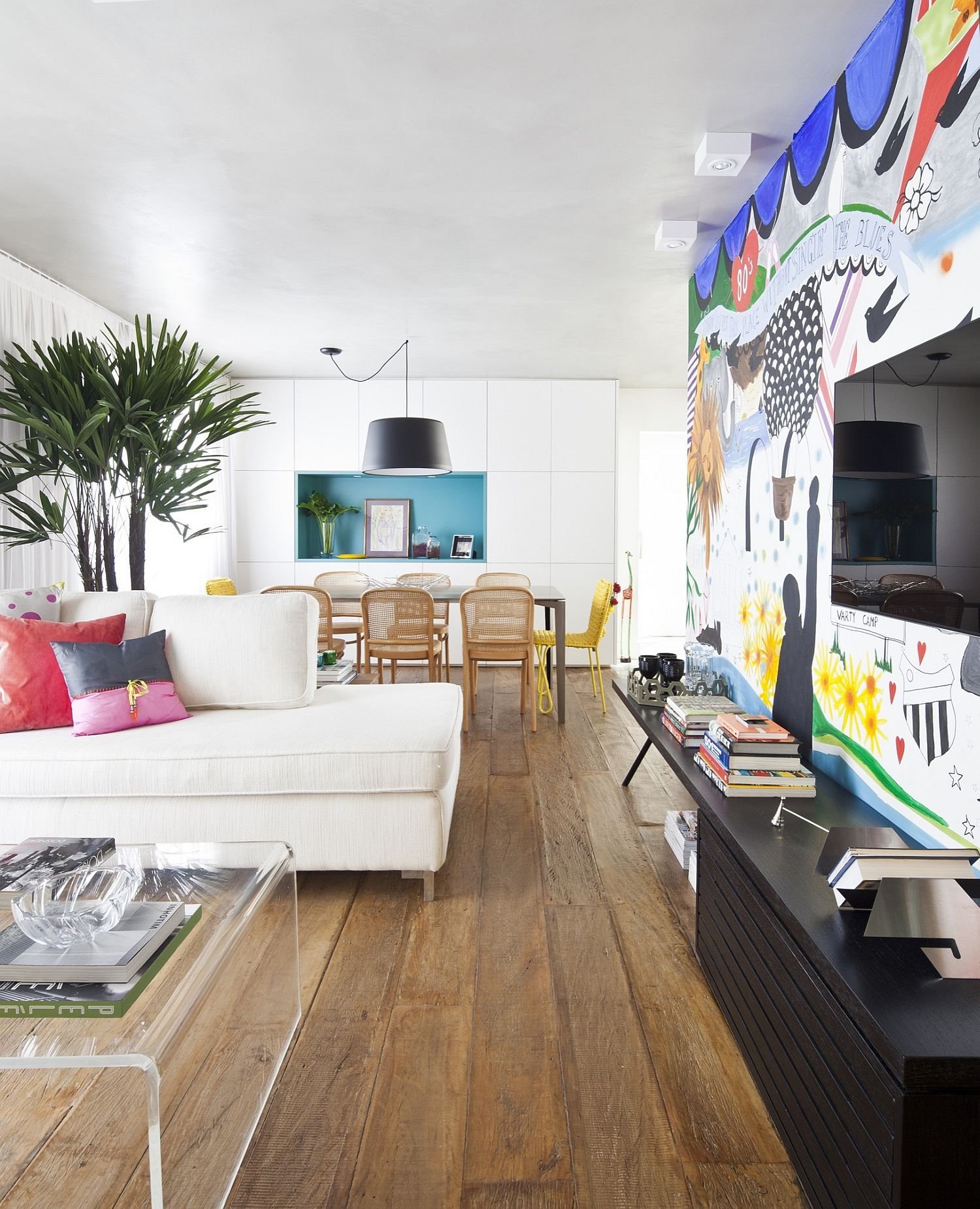 Colorful modern apartment in Vila Mariana Sao Paulo An Interior Full of Flamboyance: Vibrant and Chic Apartment Capela