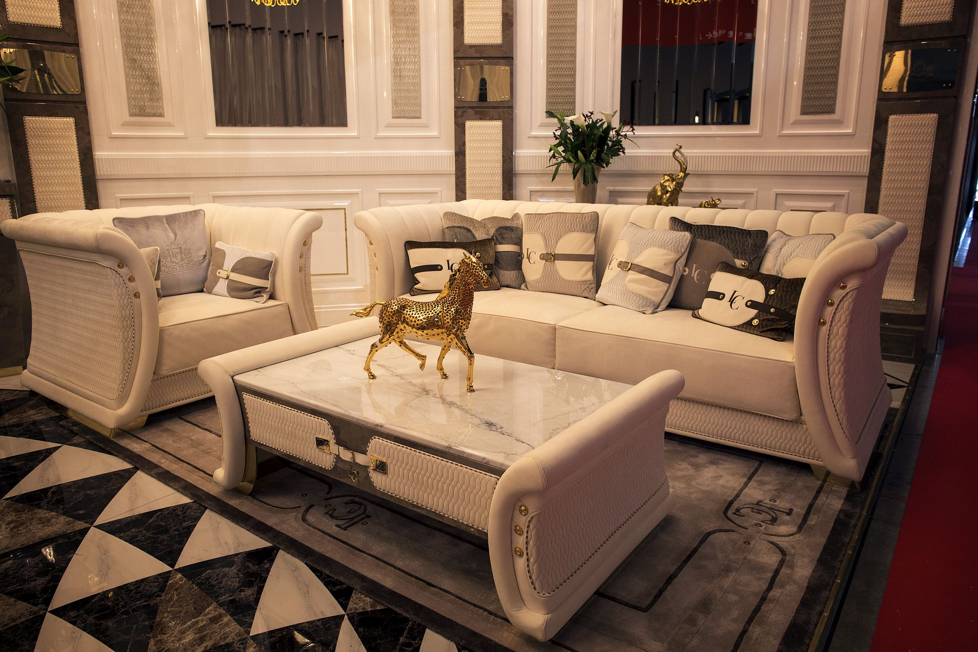Gold and white living room with luxurious decor Shopping Smart: Modern Sofas in Black, White and a Blend of the Two!