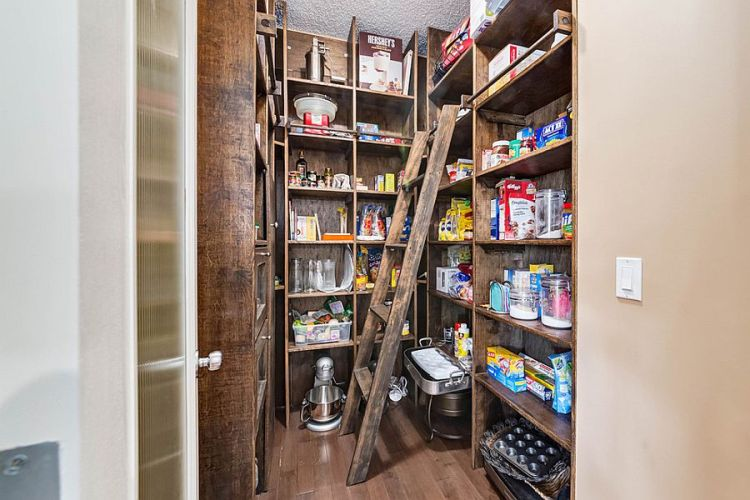 Finding The Right Pantry For Your Kitchen Styles Size And Storage