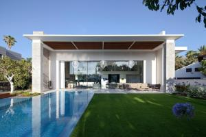 002 Hovering Cube House Yulie Wollman Homeadore