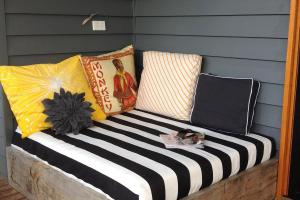 Apprentice Extrovert Diy Outdoor Day Bed Reveal