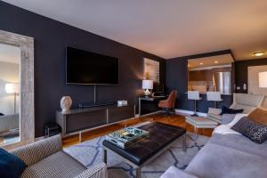 Before After Modern Bachelor Pad Design Decorilla