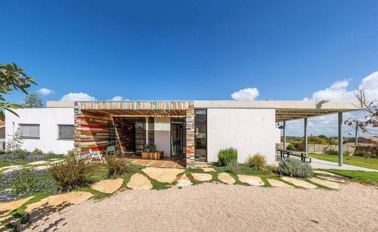 Breezy Israeli Home Inspired Lifeguard Tower Brahma
