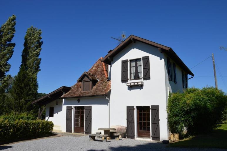 Charming Arnaise House Barn Set 3730m Garden