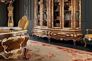 Classic Walnut Office Executive Carves Gold Leaf