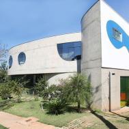 Concrete House Brazil Makes Case Curves Curbed