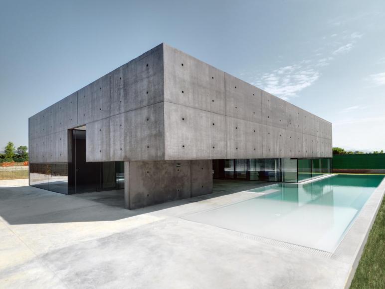 Contemporary Private Home Urgnano Italy