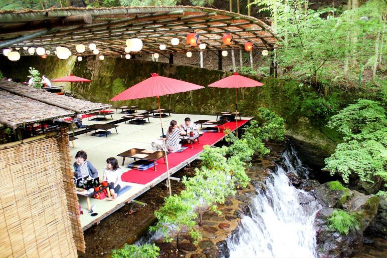 Dine Atop Waterfall These Kawadoko Restaurants