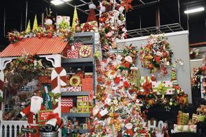 Elves Santa Show Decorating
