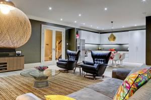 Exclusive London Bachelor Pad Design Daniel Hopwood