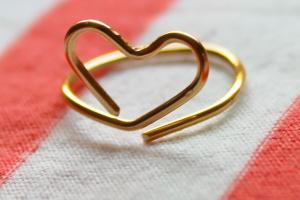 Few Good Things Wire Heart Midi Ring