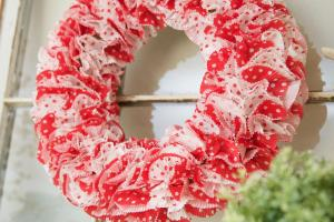 Fun Valentine Cupcake Liner Diy Wreath