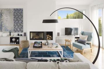 Gorgeous Summer House Blurs Indoor Outdoor Boundaries