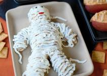 Halloween Party Idea Cheese Mummy